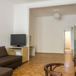 Eladó  téglalakás (Budapest, VII. kerület) 65,9 M  Ft