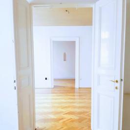 Eladó  téglalakás (Budapest, VI. kerület) 89,9 M  Ft