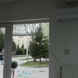 Eladó  üzlethelyiség utcai bejáratos (Győr, Marcalváros II.) 23,8 M  Ft