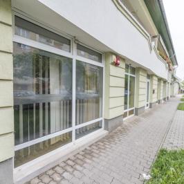 Kiadó  üzlethelyiség utcai bejáratos (Orosháza, Belváros) 240 E  Ft/hó +ÁFA