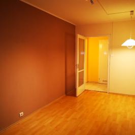 Eladó  panellakás (Budapest, III. kerület) 35,99 M  Ft