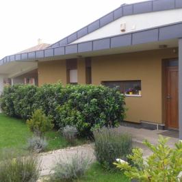 Eladó  családi ház (Pilisborosjenő, Külső Bécsi út) 120 M  Ft