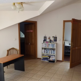 Eladó  családi ház (Solymár) 179,8 M  Ft