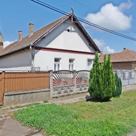 Eladó  családi ház (Dány) 9,9 M  Ft