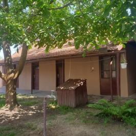 Eladó  családi ház (Szarvas) 21 M  Ft