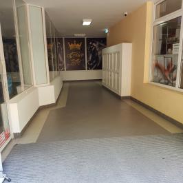 Kiadó  üzlethelyiség üzletházban (Vác, Belváros) 60 E  Ft/hó