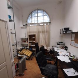 Eladó  üzlethelyiség utcai bejáratos (<span class='notranslate'>Budapest, V.  </span>kerület) 80 M   <span class='notranslate'>Ft</span>