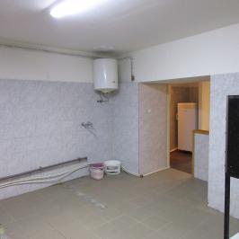 Kiadó  melegkonyhás vendéglátóegység (Budapest, IX. kerület) 450 E  Ft/hó