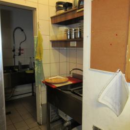 Eladó  melegkonyhás vendéglátóegység (Budapest, IX. kerület) 17,5 M  Ft