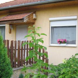 Eladó  ikerház (Tököl, Pesti úti lakótelep) 34,9 M  Ft