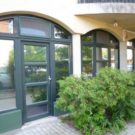 Eladó  üzlethelyiség utcai bejáratos (<span class='notranslate'>Budapest, XIII.  </span>kerület) 29,99 M   <span class='notranslate'>Ft</span>