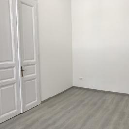 Eladó  téglalakás (Budapest, VI. kerület) 69,9 M  Ft