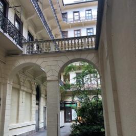 Eladó  téglalakás (Budapest, VI. kerület) 61,9 M  Ft