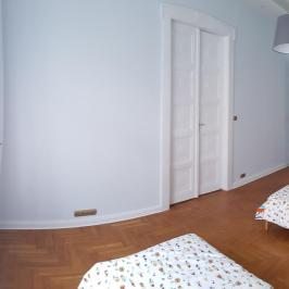 Eladó  téglalakás (Budapest, VI. kerület) 91,9 M  Ft