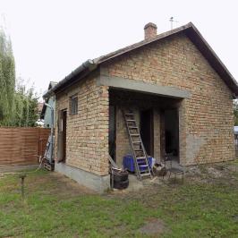 Eladó  nyaraló (Győr, Sárás) 9 M  Ft