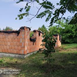 Eladó  családi ház (Erdőkertes) 18,9 M  Ft
