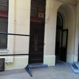 Eladó  üzlethelyiség utcai bejáratos (Budapest, VIII. kerület) 23,5 M  Ft