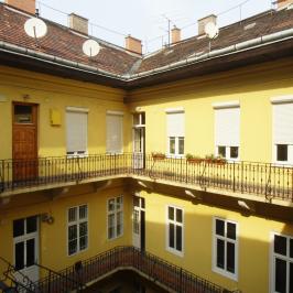 Eladó  téglalakás (<span class='notranslate'>Budapest, V.  </span>kerület) 49,5 M   <span class='notranslate'>Ft</span>