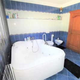 Eladó  családi ház (Csomád) 109 M  Ft