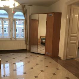 Eladó  téglalakás (<span class='notranslate'>Budapest, VI.  </span>kerület) 84,99 M   <span class='notranslate'>Ft</span>