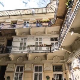 Eladó  téglalakás (Budapest, VI. kerület) 43,9 M  Ft