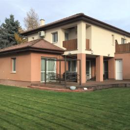 Eladó  családi ház (<span class='notranslate'>Budapest, XVIII.  </span>kerület) 99,45 M   <span class='notranslate'>Ft</span>