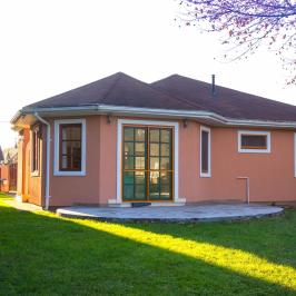 Eladó  családi ház (<span class='notranslate'>Szentendre</span>, <span class='notranslate'>Izbég</span>) 86,5 M   <span class='notranslate'>Ft</span>