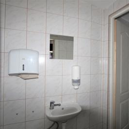 Kiadó  melegkonyhás vendéglátóegység (<span class='notranslate'>Budapest, VII.  </span>kerület) 750 E   <span class='notranslate'>Ft</span>/hó
