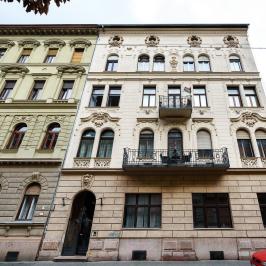 Eladó  téglalakás (<span class='notranslate'>Budapest, VI.  </span>kerület) 68.89 M   <span class='notranslate'>Ft</span>