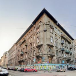 Eladó  üzlethelyiség utcai bejáratos (<span class='notranslate'>Budapest, XIII.  </span>kerület) 100 M   <span class='notranslate'>Ft</span>