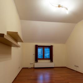 Eladó  családi ház (<span class='notranslate'>Budapest, III.  </span>kerület) 399 M   <span class='notranslate'>Ft</span>