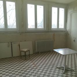 Eladó  üzlethelyiség utcai bejáratos (<span class='notranslate'>Budapest, XVIII.  </span>kerület) 64,9 M   <span class='notranslate'>Ft</span>