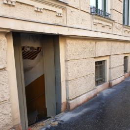 Eladó  üzlethelyiség utcai bejáratos (<span class='notranslate'>Budapest, VII.  </span>kerület) 23 M   <span class='notranslate'>Ft</span> +ÁFA