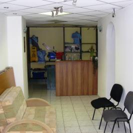 Kiadó  üzlethelyiség utcai bejáratos (<span class='notranslate'>Budapest, IX.  </span>kerület) 200 E   <span class='notranslate'>Ft</span>/hó