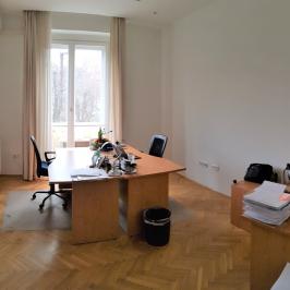 Eladó  téglalakás (<span class='notranslate'>Budapest, V.  </span>kerület) 119,9 M   <span class='notranslate'>Ft</span>
