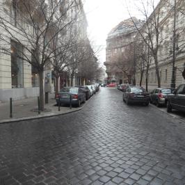 Kiadó  téglalakás (<span class='notranslate'>Budapest, V.  </span>kerület) 170 E   <span class='notranslate'>Ft</span>/hó +ÁFA