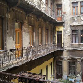 Eladó  téglalakás (<span class='notranslate'>Budapest, VII.  </span>kerület) 45,9 M   <span class='notranslate'>Ft</span>