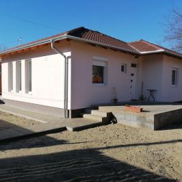 Eladó  családi ház (<span class='notranslate'>Szigethalom</span>, <span class='notranslate'>Központ</span>) 40,9 M   <span class='notranslate'>Ft</span>