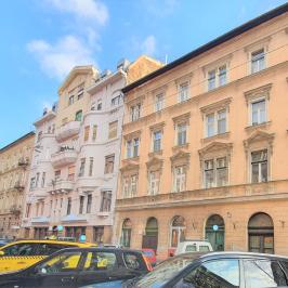 Eladó  téglalakás (<span class='notranslate'>Budapest, VII.  </span>kerület) 63,5 M   <span class='notranslate'>Ft</span>