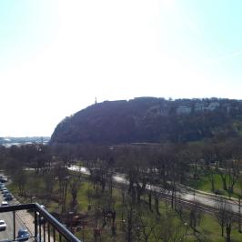 Kiadó  téglalakás (<span class='notranslate'>Budapest, I.  </span>kerület) 350 E   <span class='notranslate'>Ft</span>/hó