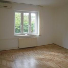 Kiadó  családi ház (<span class='notranslate'>Budapest, III.  </span>kerület) 250 E   <span class='notranslate'>Ft</span>/hó
