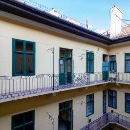 Kiadó  téglalakás (<span class='notranslate'>Budapest, V.  </span>kerület) 322 E   <span class='notranslate'>Ft</span>/hó