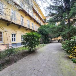 Eladó  téglalakás (<span class='notranslate'>Budapest, VI.  </span>kerület) 63,5 M   <span class='notranslate'>Ft</span>