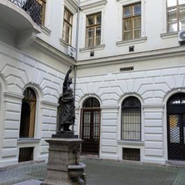 Eladó  iroda (<span class='notranslate'>Budapest, VI.  </span>kerület) 42 M   <span class='notranslate'>Ft</span>