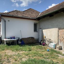Eladó  családi ház (<span class='notranslate'>Szentendre</span>, <span class='notranslate'></span>) 42,5 M   <span class='notranslate'>Ft</span>
