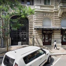 Eladó  üzlethelyiség utcai bejáratos (<span class='notranslate'>Budapest, V.  </span>kerület) 220 M   <span class='notranslate'>Ft</span> +ÁFA