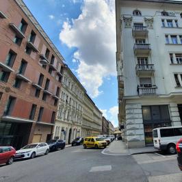 Eladó  téglalakás (<span class='notranslate'>Budapest, V.  </span>kerület) 58,77 M   <span class='notranslate'>Ft</span>
