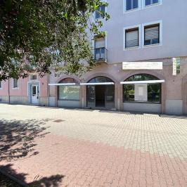 Eladó  üzlethelyiség utcai bejáratos (<span class='notranslate'>Komárom</span>, <span class='notranslate'>Belváros</span>) 45 M   <span class='notranslate'>Ft</span> +ÁFA