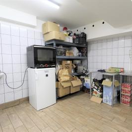 Kiadó  hidegkonyhás vendéglátóegység (<span class='notranslate'>Budapest, V.  </span>kerület) 350 E   <span class='notranslate'>Ft</span>/hó