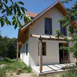 Eladó  családi ház (<span class='notranslate'>Budakeszi</span>, <span class='notranslate'></span>) 78,8 M   <span class='notranslate'>Ft</span>